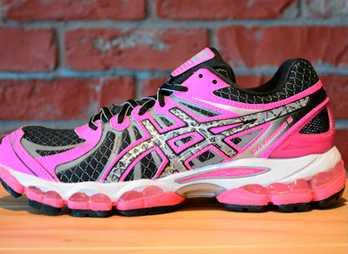 f218d237 В производстве обуви для бега Asics задействованы улучшенная технология и  современная система амортизации благодаря чему данная обувь используется и  в ...